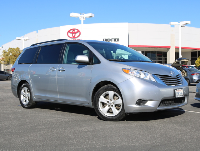 Certified Pre-Owned 2015 Toyota Sienna LE AAS