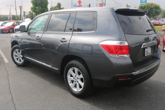 Certified Pre-Owned 2013 Toyota Highlander 2WD