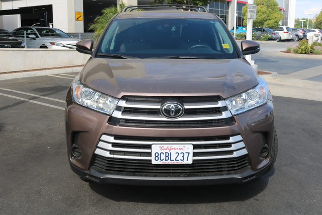 Certified Pre-Owned 2018 Toyota Highlander LE FWD