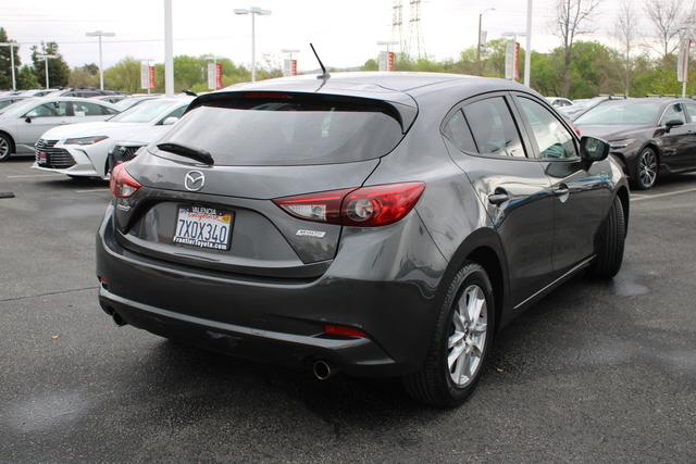 Pre-Owned 2017 MAZDA MAZDA3 5-Door SPORT