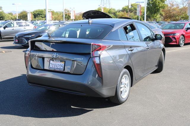 Pre-Owned 2017 Toyota Prius Two